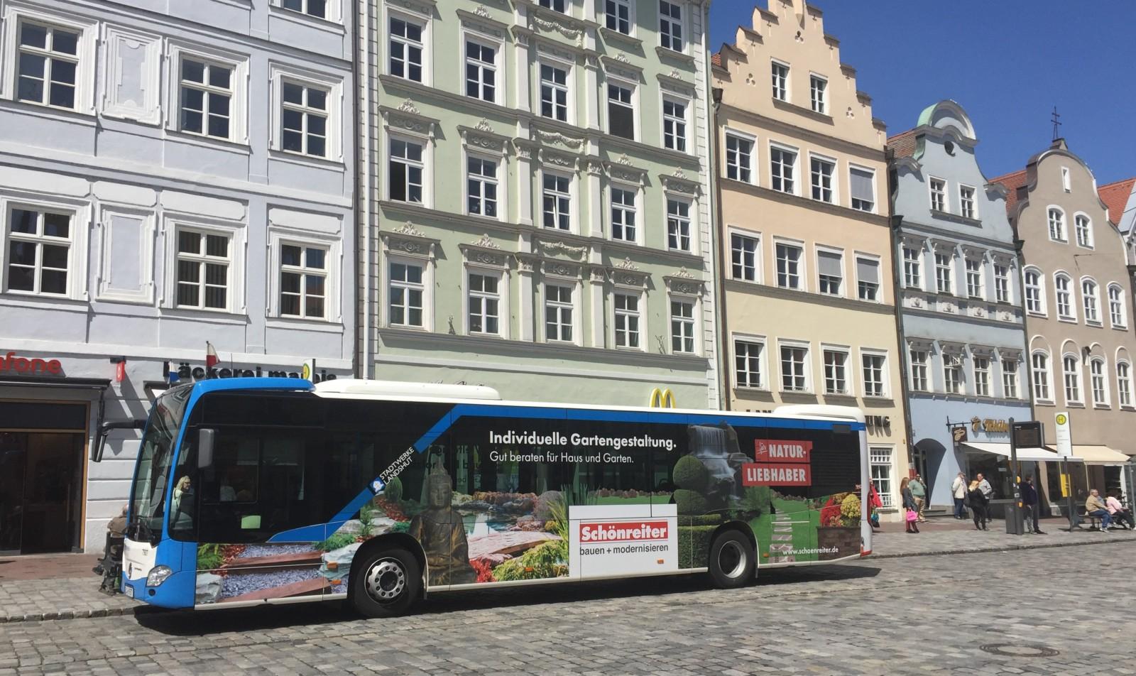 Linien Bus vor der Haltestelle Altstadt in Landshut