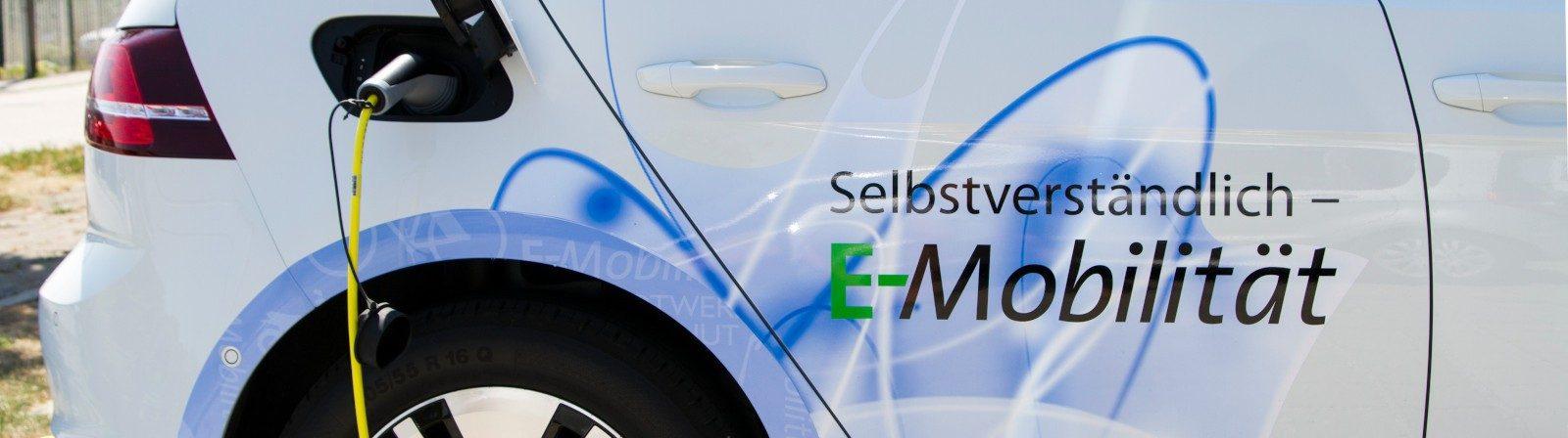 E-Auto an einer Stromtankstelle in Landshut