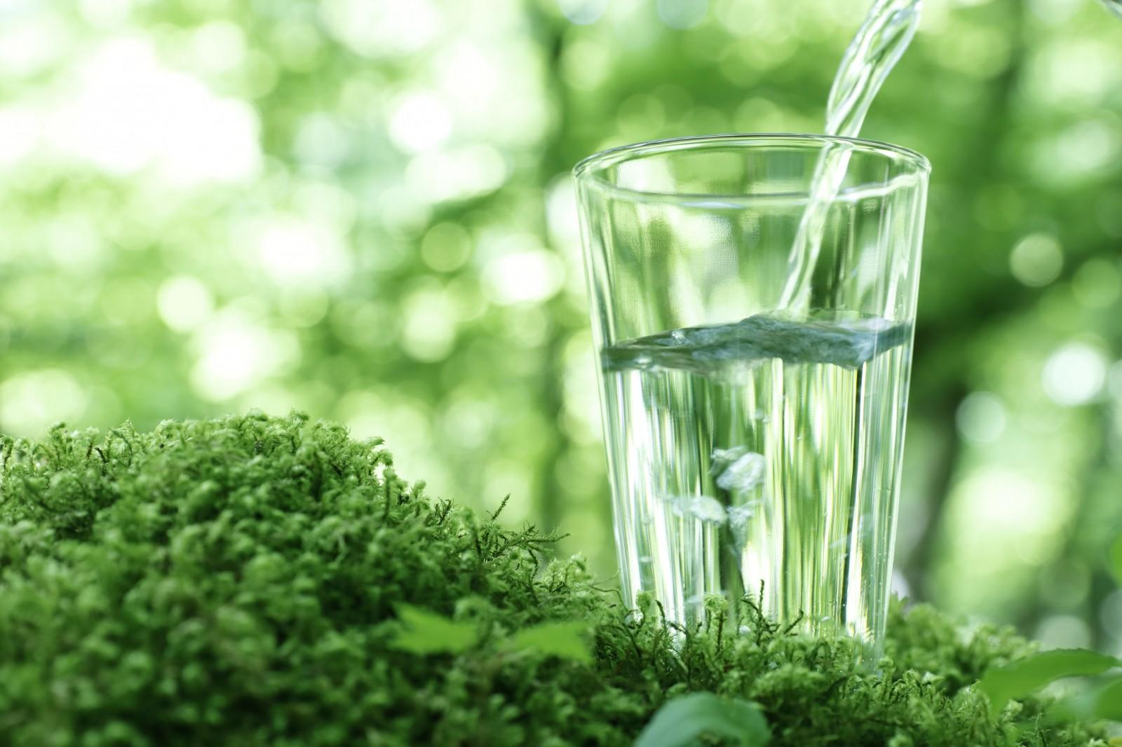 Wasser in einem Glas