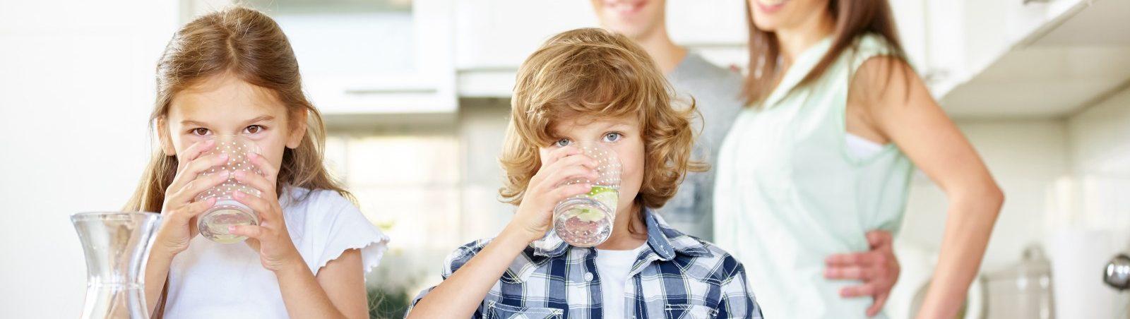 Kinder trinken Leitungswasser